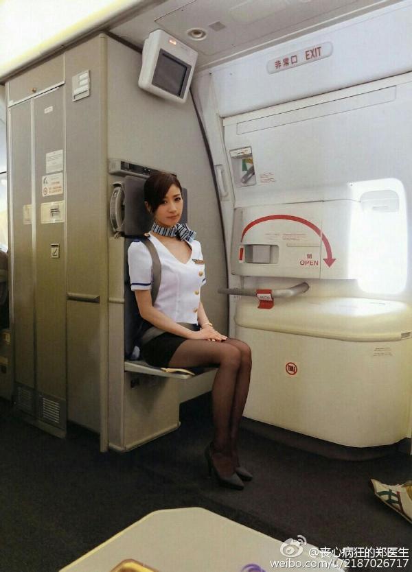 你说如果可以在飞机上!来一次打飞机,该多爽啊!
