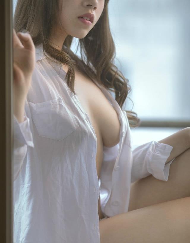 那感觉 有女朋友后一定要她穿白衬衫