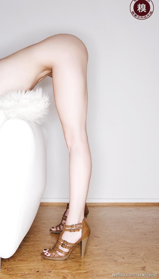 白花花的大腿 这姿势你够得到吗