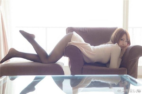 翘臀长腿黑丝美女