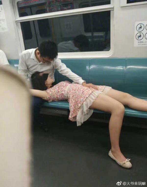 深圳地铁上情侣大尺度不雅行为图