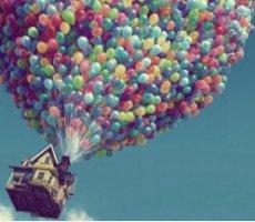 梦幻的彩色气球屋子图片