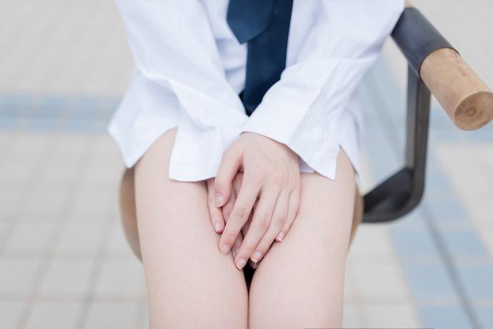 果腿白衬衫,足控福利