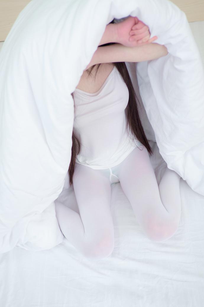 新年快乐:本套图免费,浴缸里的小萝莉 中日妹子