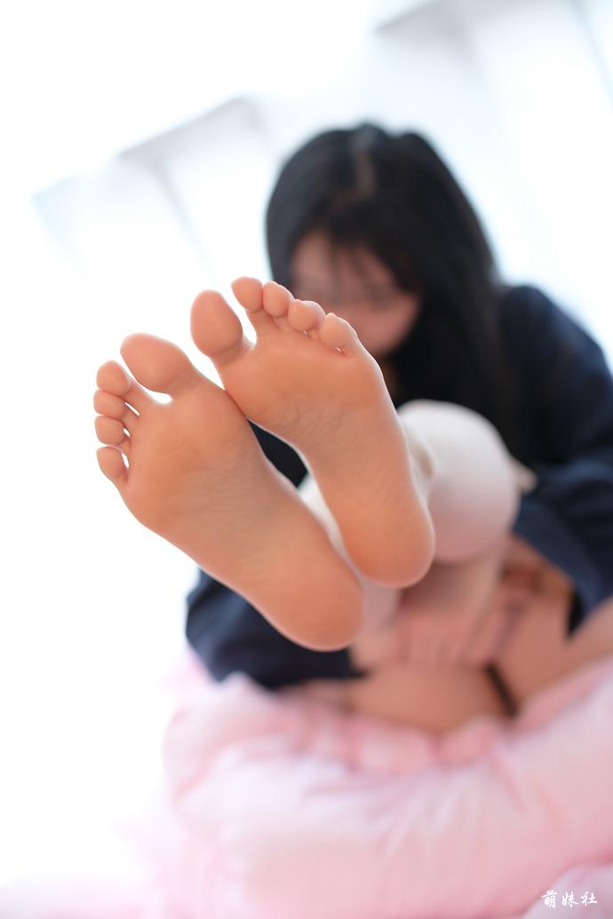 足控福利之美足小姐姐 清纯丝袜