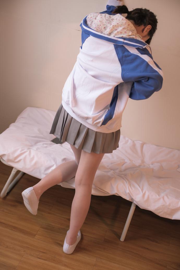 小学妹宿舍私房写真 清纯丝袜