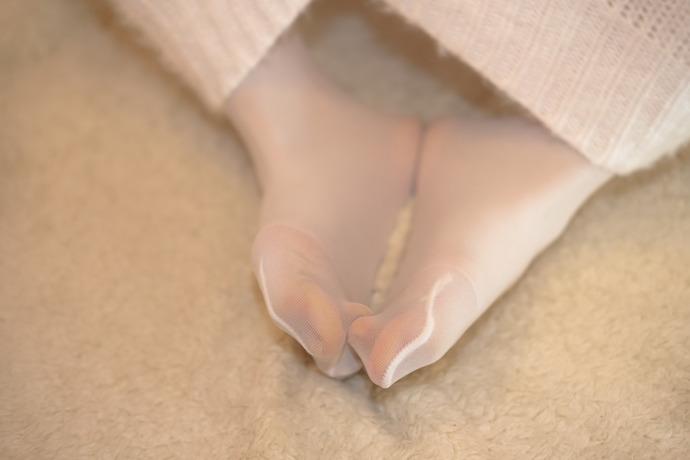 爱玩儿手机的白丝小姐姐 清纯丝袜