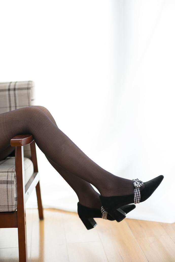 诱惑黑丝美腿妹子 清纯丝袜