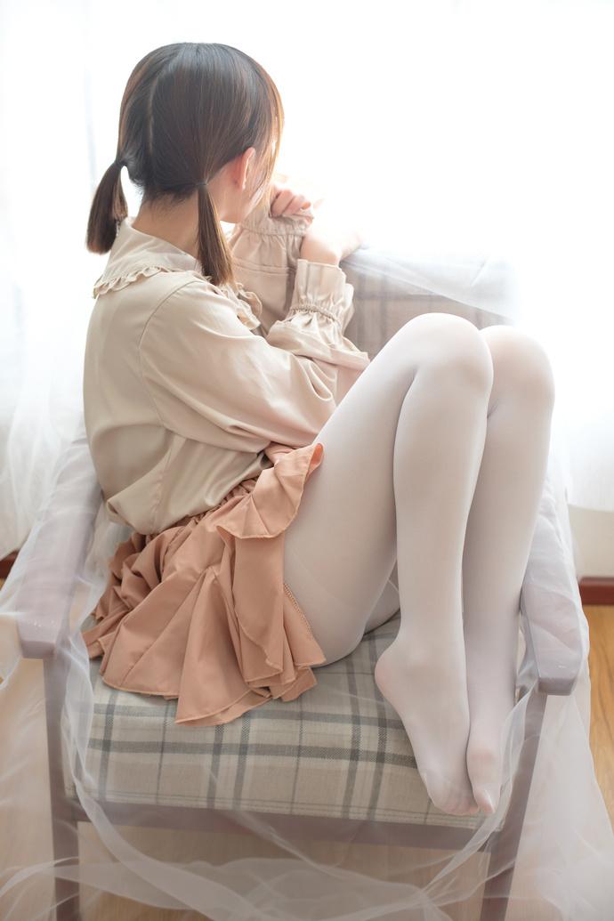 哭泣的白丝小萝莉 清纯丝袜