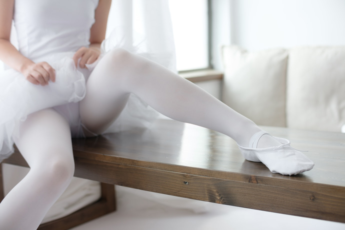 白丝的小天鹅福利写真 清纯丝袜