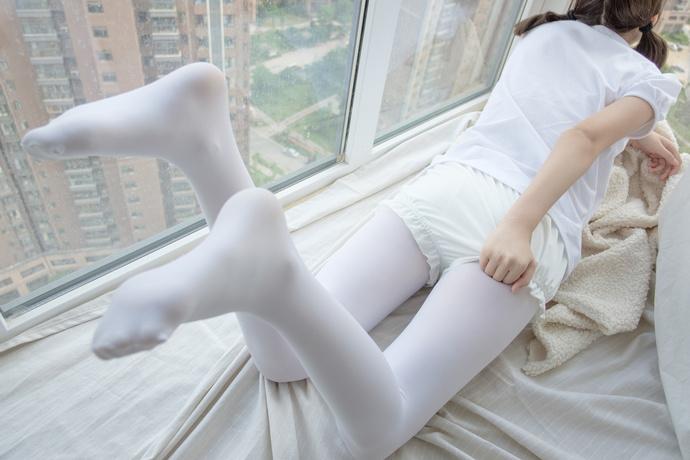 18 楼的纯洁白丝小姐姐