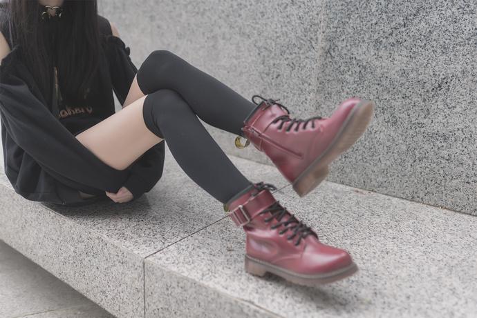 冬日里的黑丝白腿 清纯丝袜