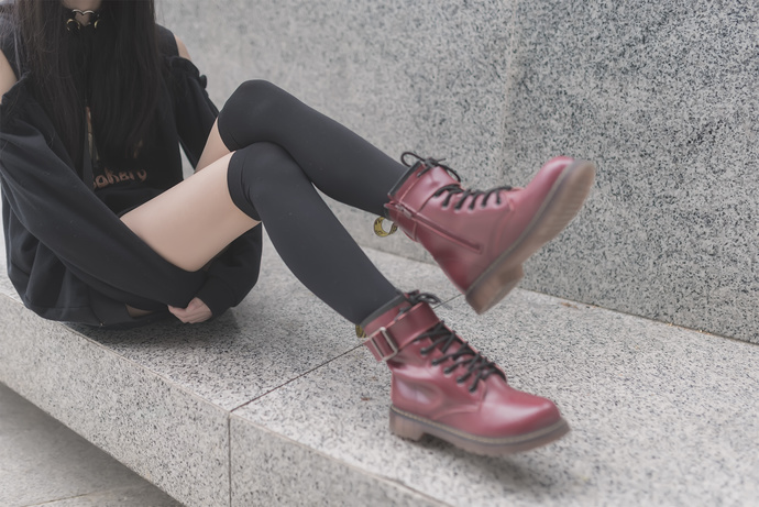 冬日里的黑丝白腿