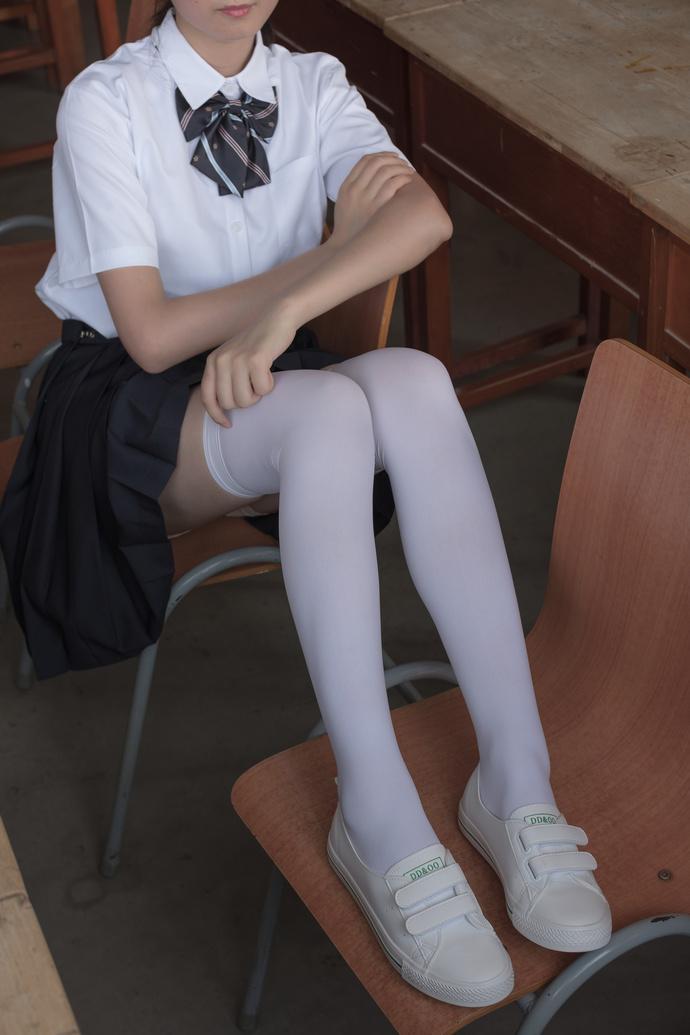 有点肉肉的白丝学生 清纯丝袜