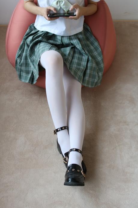 青涩褶裙的白丝萝莉 清纯丝袜