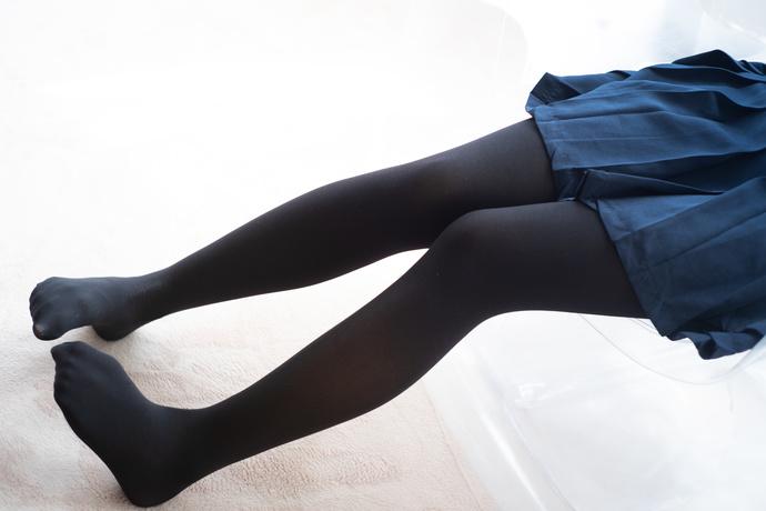 有点害羞的黑丝萝莉 清纯丝袜