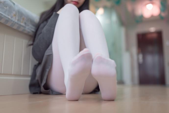 圆润可爱的白丝jk
