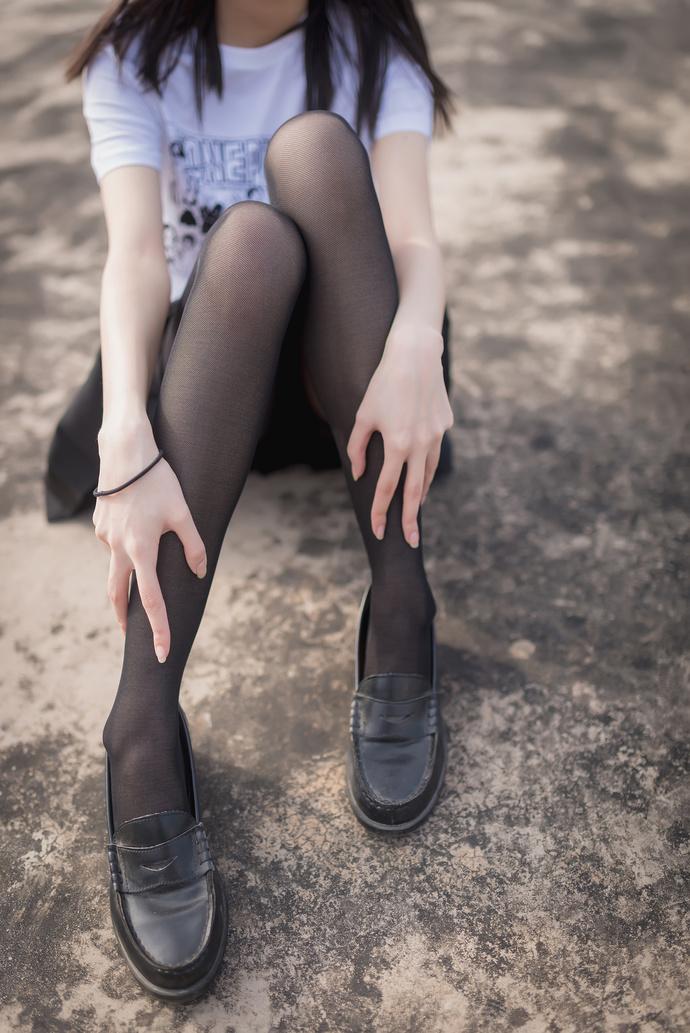 天台上有个黑丝小姐姐 清纯丝袜