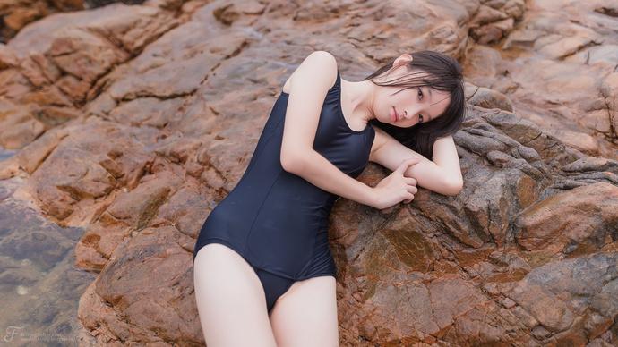 黑色死库水妹妹湿身海边