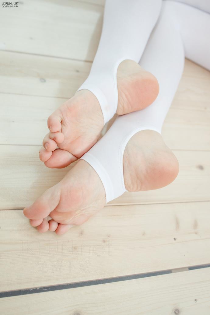 白丝足控美腿小萝莉 清纯丝袜