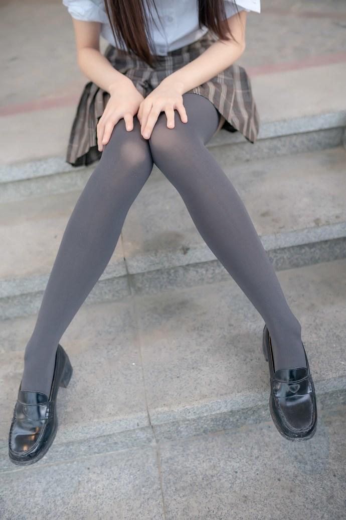 jk 丝袜小萝莉白腿可爱至极 清纯丝袜