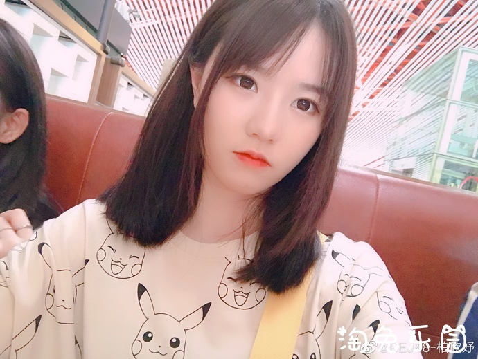 妹子图:BEJ48女团柏欣妤小嘴嘟起来真可爱