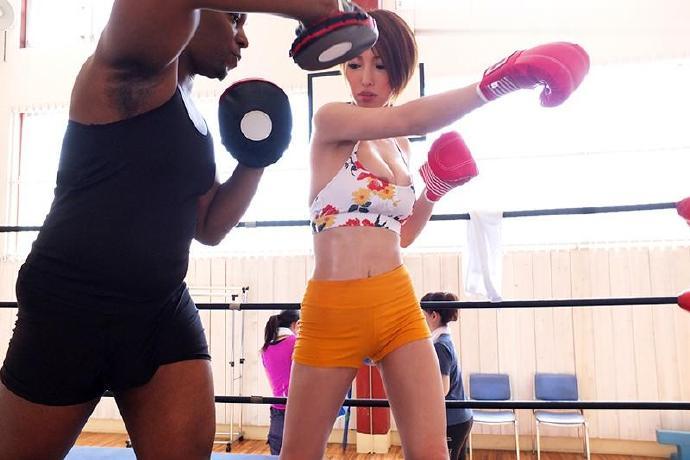君岛美绪告诉你健身房为什么是和男教练之间一个难以言喻的地方