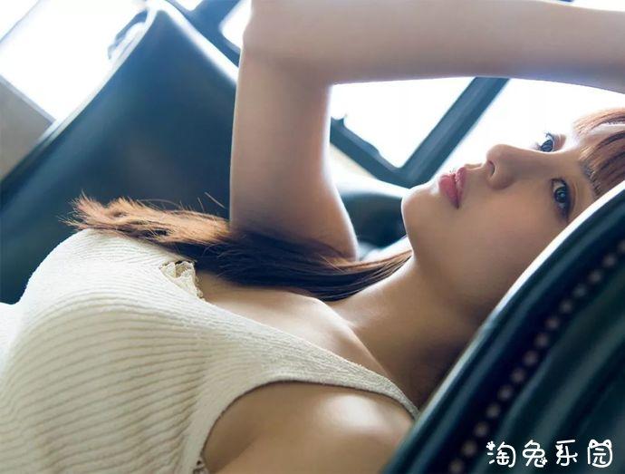2019日本美女山本美月性感写真集(素肌のボディライン)