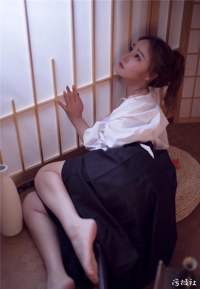 轻熟系女优「秋山祥子」旅游MIDE-588途中却被朋友强行啪啪了