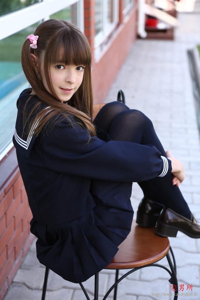 身材犯规《16岁超萌俄罗斯美少女Evar水手服写真》-宅男说
