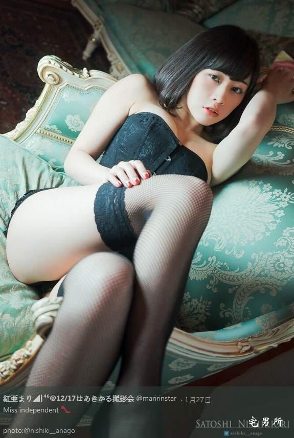白色过膝袜萌妹子《红亜まり》性感大腿袜诱惑~-宅男说