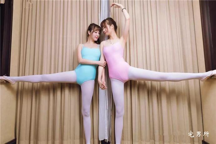 【妹子图】双胞胎美女芭蕾舞白丝袜写真-宅男说