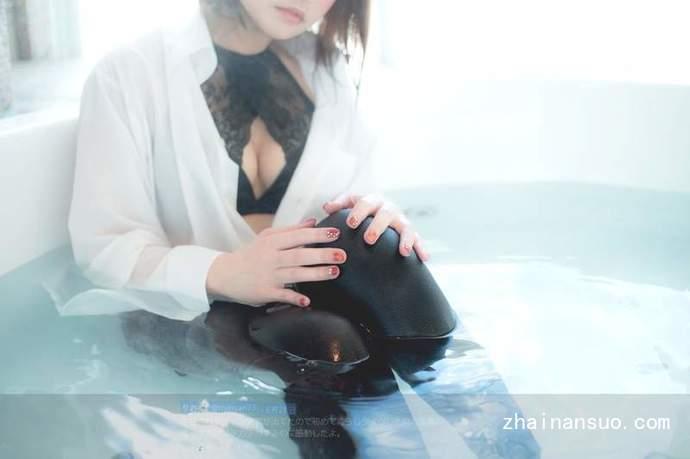 日本白嫩美腿少女演绎湿身黑丝袜诱惑大胆又刺激!
