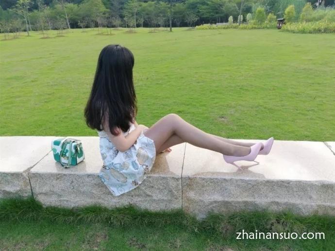 【外拍模特】棕色丝袜连衣裙少妇简单外景私影-宅男说