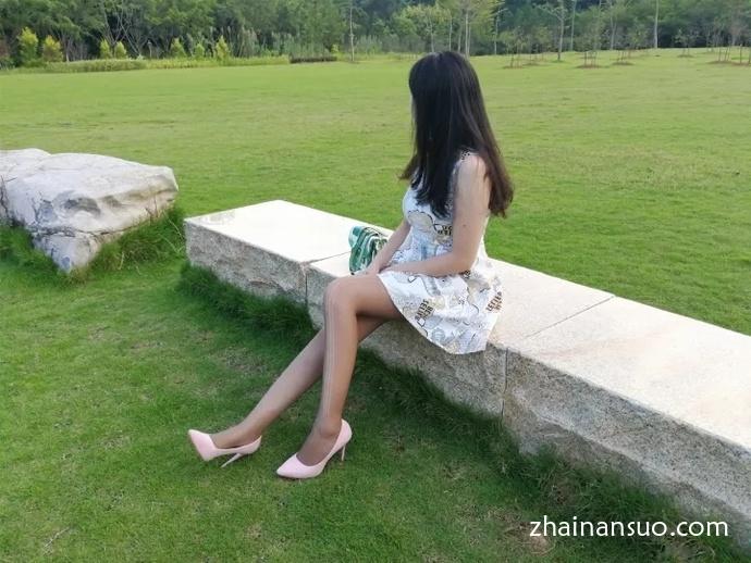 【外拍模特】棕色丝袜连衣裙少妇简单外景私影