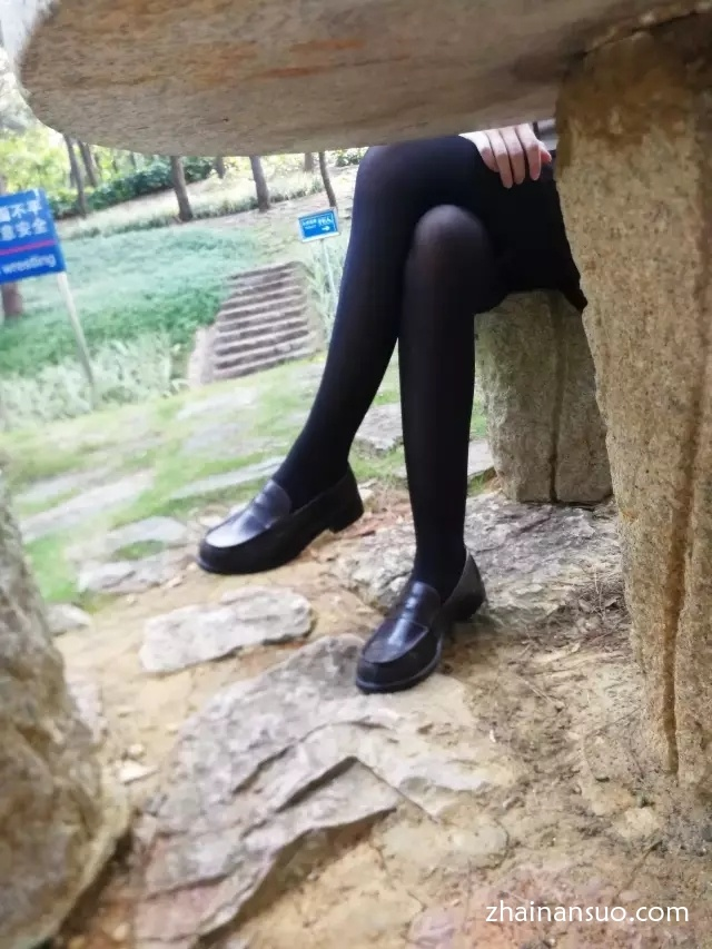 【jk制服】公园里的过膝袜萌妹子-宅男说