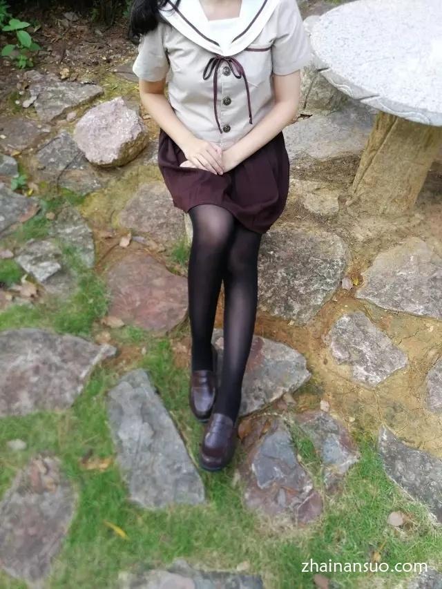 【jk制服】公园里的过膝袜萌妹子