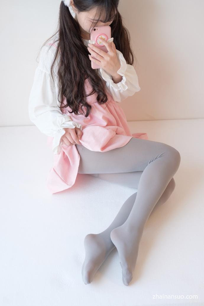 【妹子图】森萝财团–X-015灰丝小可爱-宅男说