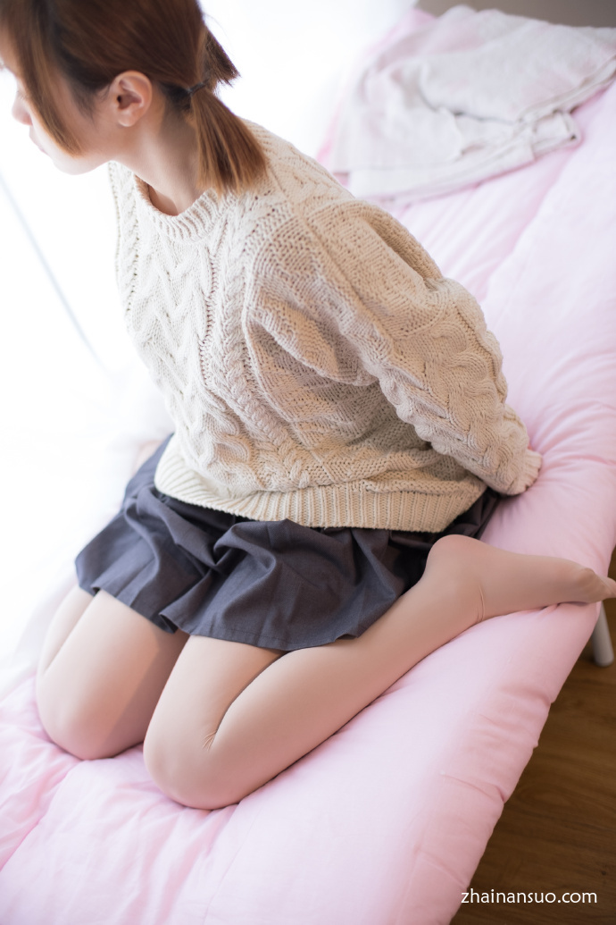 【妹子图】森萝财团X-005肉丝袜毛衣美少女-宅男说
