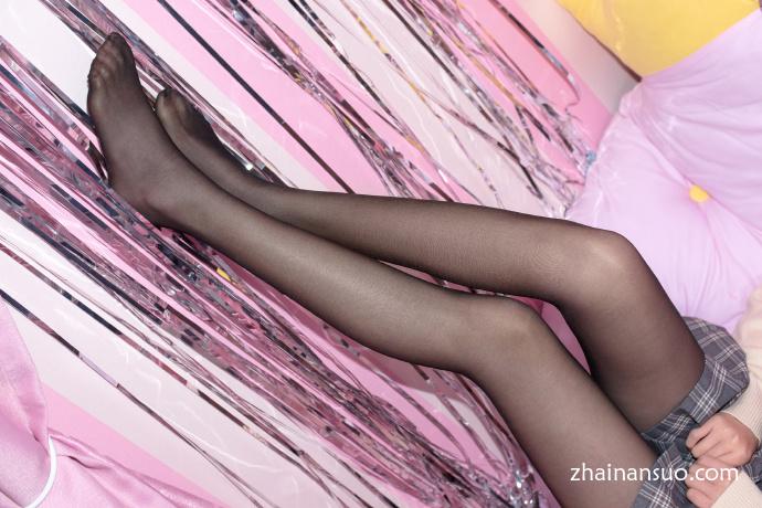 【妹子图】森萝财团 [SSR-008]黑丝格子短裙极品-宅男说