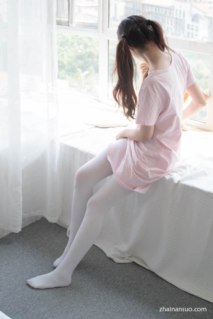 【妹子图】森萝财团[R15-035]粉红色的白丝袜-宅男说