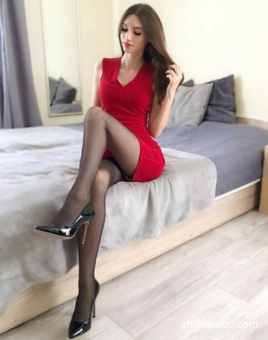 性感女模特Anna Kostkowska黑丝袜美腿带你领略欧洲美女的热情-宅男说