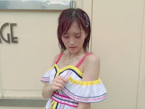 NMB48 山本彩现场表演袖子掉了