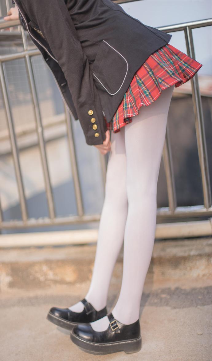 冬日里的白丝小萝莉 清纯丝袜