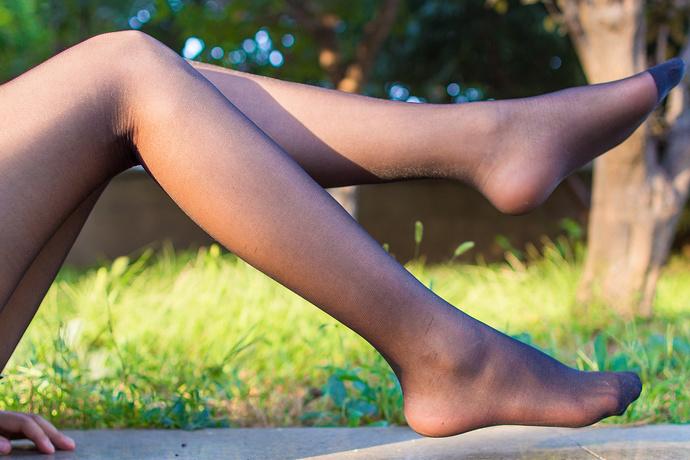 半透明黑丝腿控的野外女友 清纯丝袜