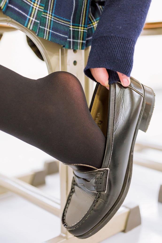 黑丝学生少女在班级在班级里面 清纯丝袜