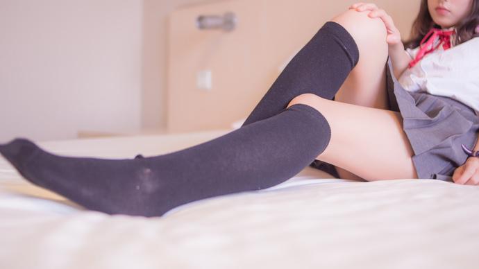 黑丝学生妹萝莉喜欢拍大腿 清纯丝袜