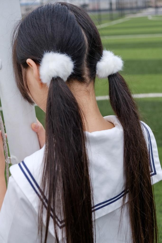 足球场上的黑丝小萝莉腿很细 清纯丝袜
