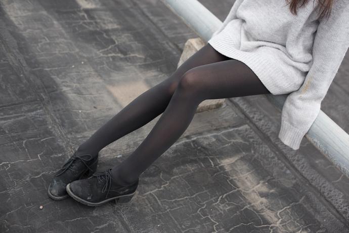 天台上的黑丝女友 清纯丝袜