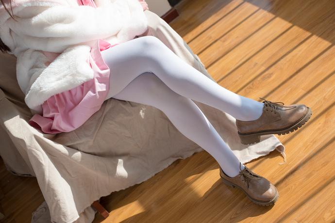 粉嫩白丝学生小萝莉